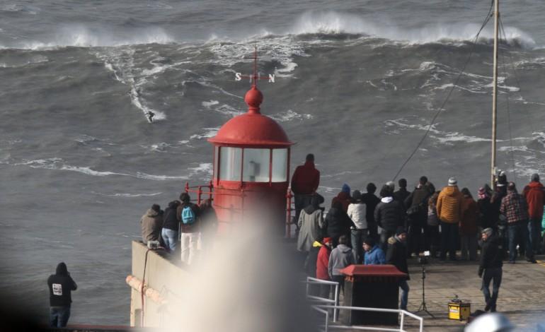 novo-evento-de-ondas-gigantes-da-nazare-sera-dez-vezes-melhor-e-dez-vezes-maior