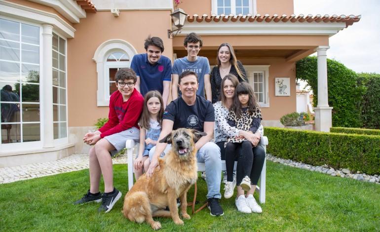Com idades entre os 26 e os seis anos, os filhos de Sandra e Paulo Santos, residentes em Óbidos, vão passando competências de uns para os outros