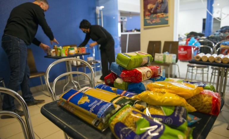 voluntarios-juntos-para-levar-refeicoes-a-familias-necessitadas-e-a-herois-da-saude