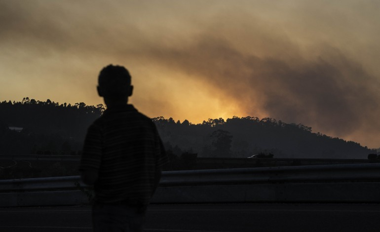 parque-natural-das-serras-de-aire-e-candeeiros-esta-a-arder-desde-a-madrugada