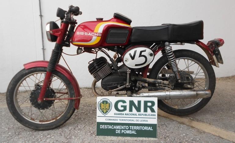 gnr-detem-jovem-a-conduzir-ciclomotor-com-matricula-falsa