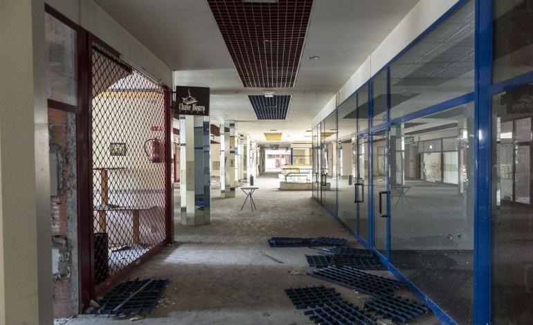 Fechou pouco tempo após abrir, há quase 20 anos e, hoje, das cerca de 160 lojas apenas quatro estão ocupadas