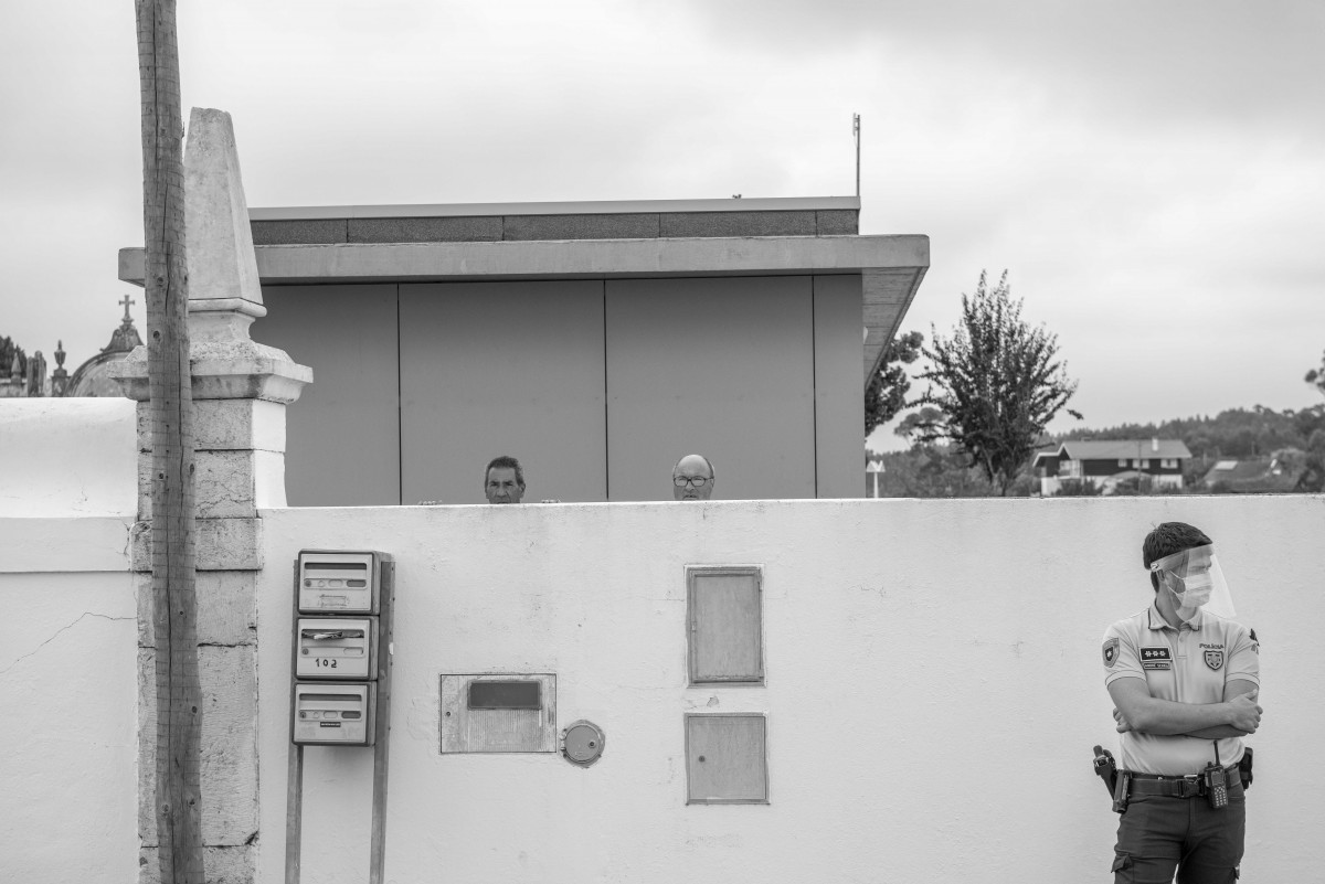 populares-esperam-pela-chegada-de-marcelo-rebelo-de-sousa-ao-funeral-do-piloto-de-aviacao-que-faleceu-a-combater-os-fogos-no-geres-leiria-2020
