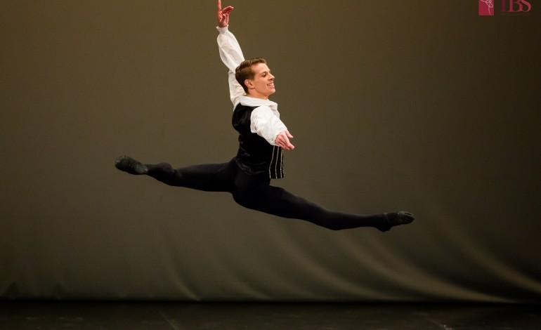 "João Gomes, pas-de-deux ""Satanella"", na gala de ballet no Centrul Cultural ""Ion Besoiu"",  em Sibiu"