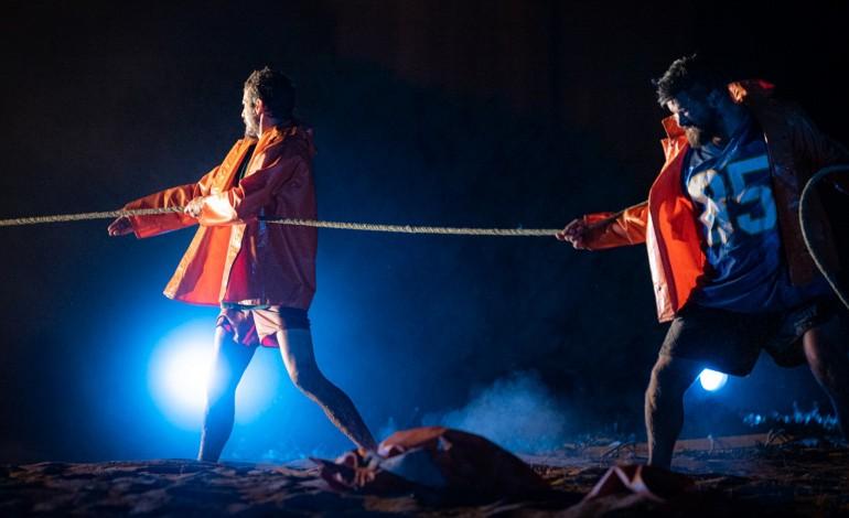 arte-na-comunidade-pescadores-no-palco-casulos-para-migrantes-e-criancas-que-sao-actores