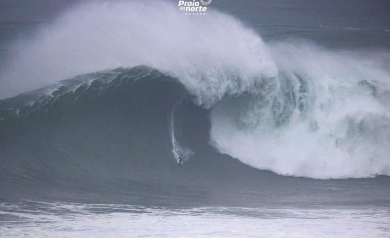 kai-lenny-surfou-a-maior-onda-da-epoca-a-11-de-fevereiro-na-praia-do-norte