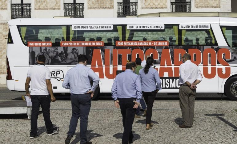 sector-dos-autocarros-de-turismo-diz-se-esquecido-e-reclama-apoio