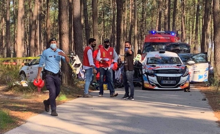 O acidente ocorreu poucos metros depois do início da partida
