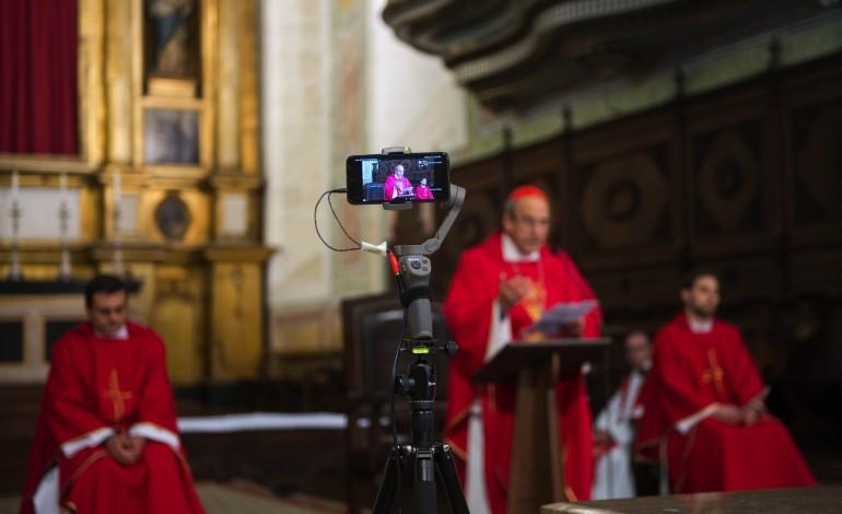novas-tecnologias-mantem-padres-ligados-aos-fieis