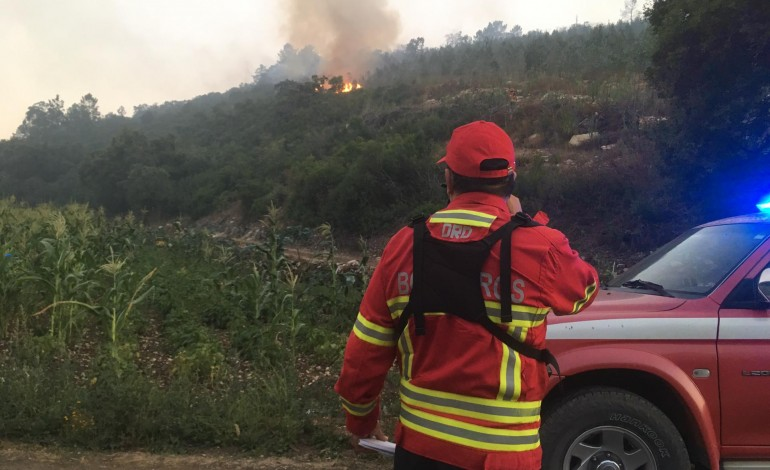 Incêndio no Arrabal deflagrou esta tarde