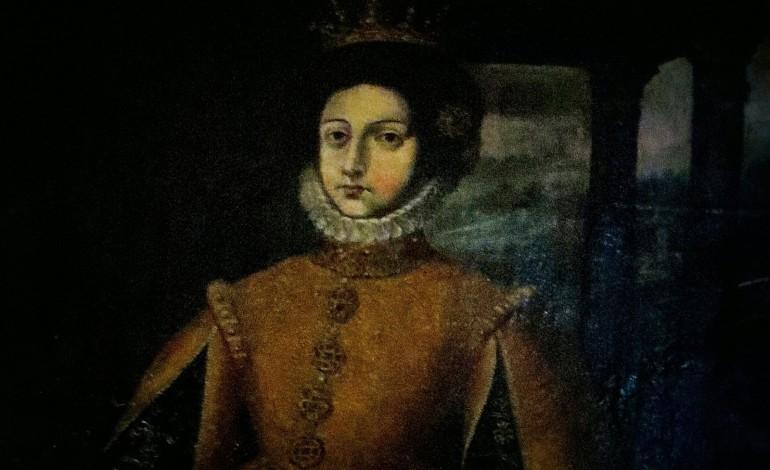rainha-santa-isabel-de-tumulo-aberto-em-2016-2312