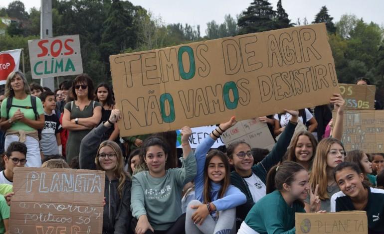 manifestacao-pelo-clima-juntou-mais-de-200-pessoas-em-leiria-10704