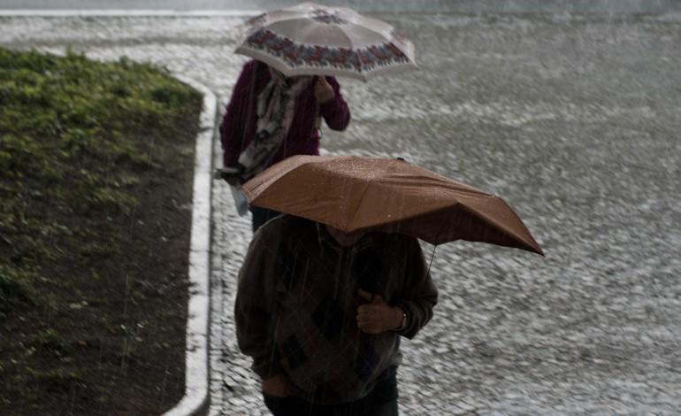 previsao-de-chuva-forte-coloca-distrito-de-leiria-em-alerta