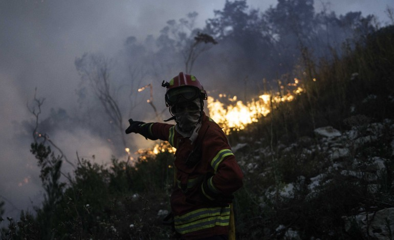 fogo-no-parque-natural-de-porto-de-mos-esta-em-fase-de-resolucao-e-consumiu-1000-hectares