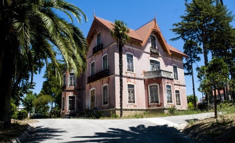 residencia-artistica-de-escultura-em-pedra-marcado-para-a-villa-portela