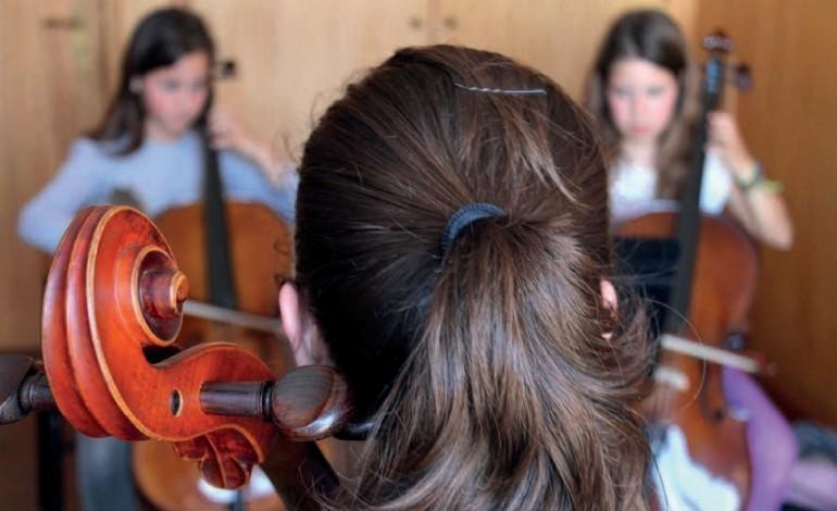 pais-estao-a-pagar-ensino-artistico-e-esperam-concurso-prometido-pelo-governo-em-agosto