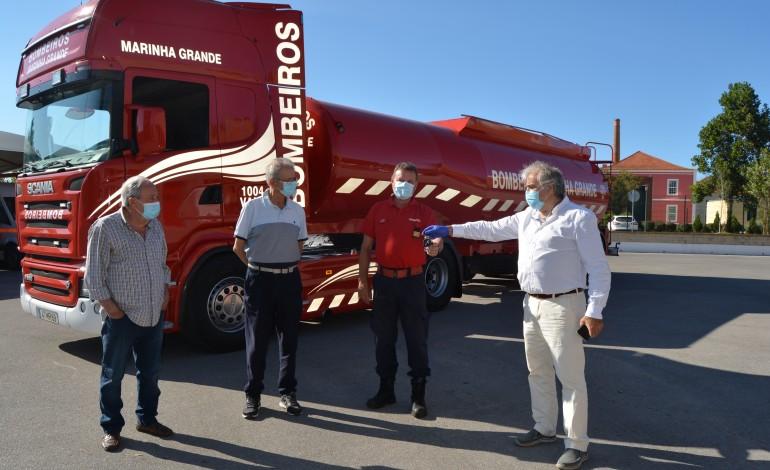 potencia-de-580-cavalos-e-capacidade-de-32-mil-litros-eis-a-mais-recente-aquisicao-dos-bombeiros-voluntarios-da-marinha-grande