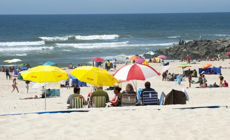 praia-da-vieira-continua-hoje-a-nao-ser-vigiada