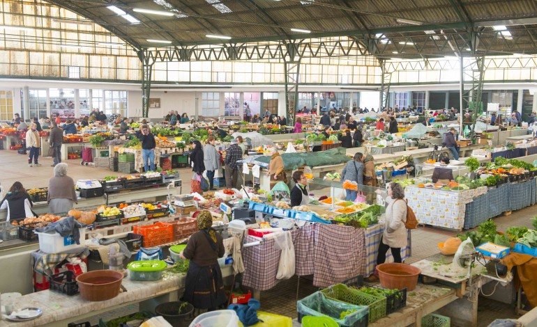 produtores-locais-da-nazare-doam-bens-alimentares