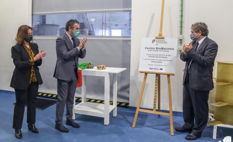 Ministro do Mar (à direita) presidiu à inauguração do centro biomarinho