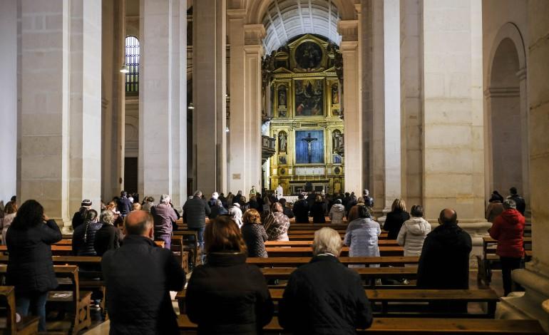 covid-19-igreja-suspende-missas-a-partir-de-sabado