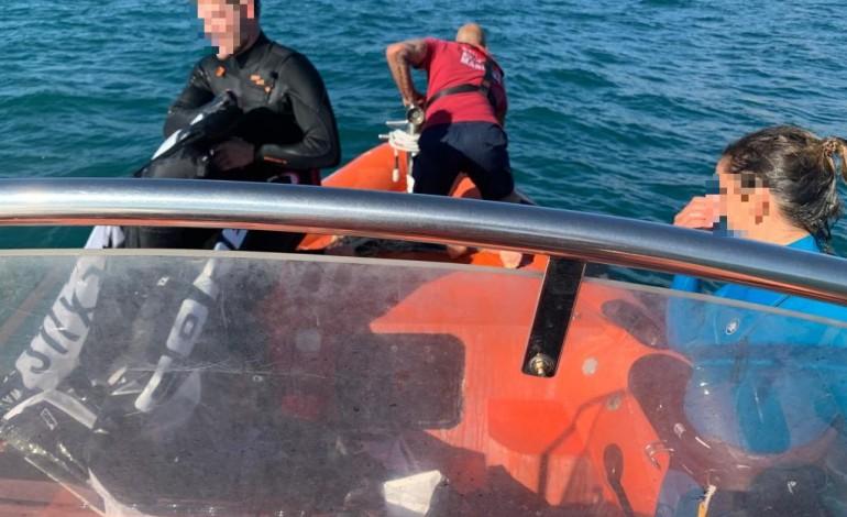 praticantes-de-kitesurf-resgatados-na-nazare