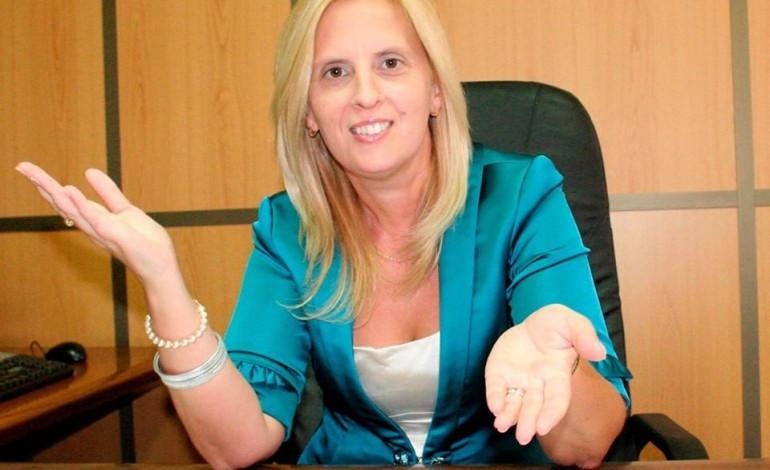 cristina-simoes-preside-rotary-club-4525